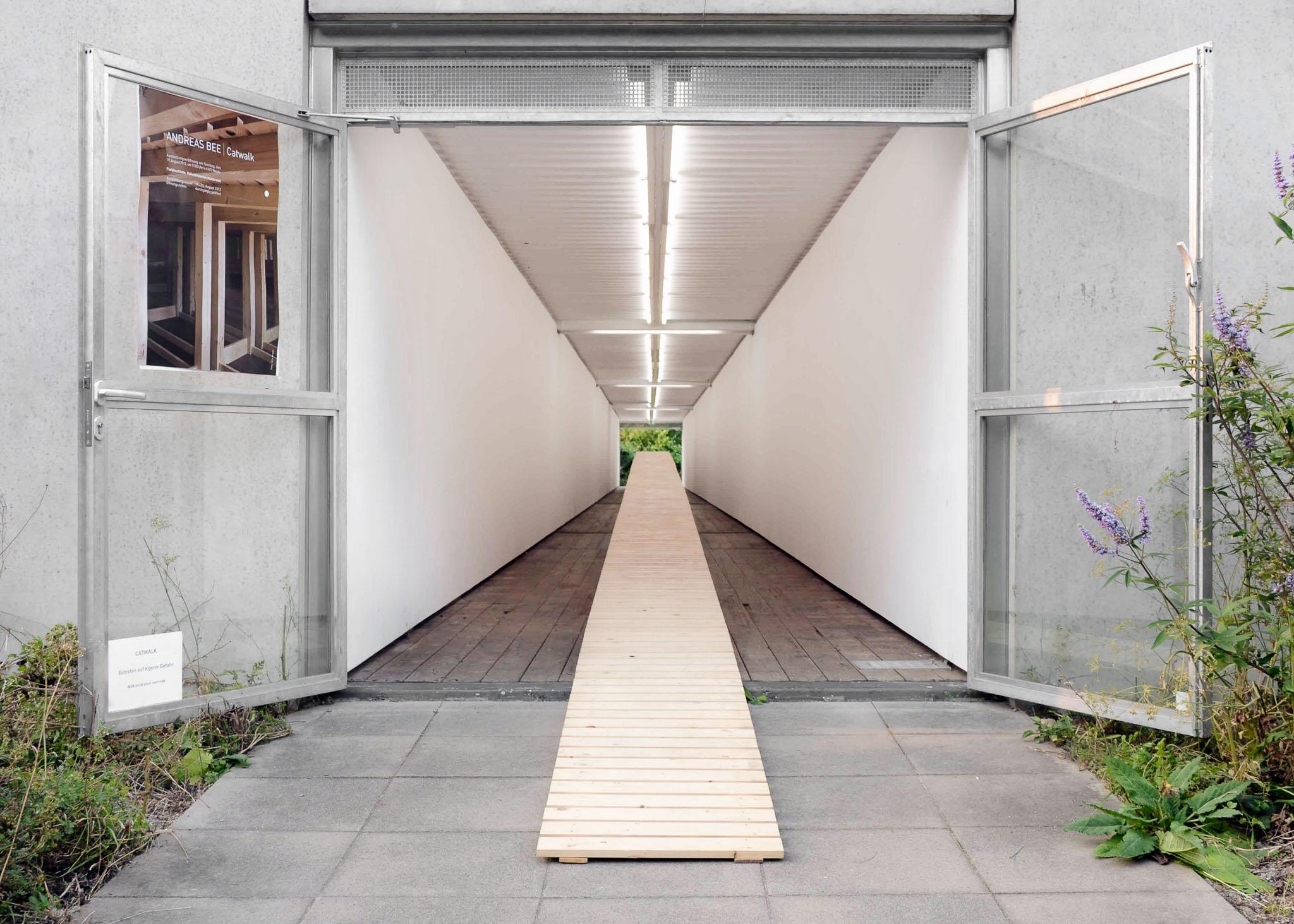 Catwalk-Insel-Hombroich-Rakatenstation--2012--Holz-Länge-52-Meter-Bearbeitet.jpg